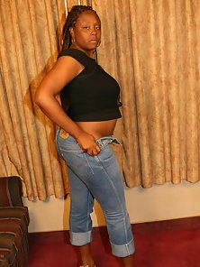 BBW Ebony Lower Her Jeans then Shows Hairy Pussy on Webcam