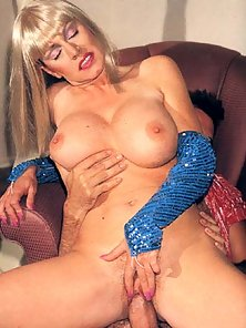 Busty seventies blonde fucked in pussy
