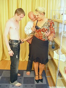 Blonde MILF Undressed and Slammed Her Both Hole by Two Dudes