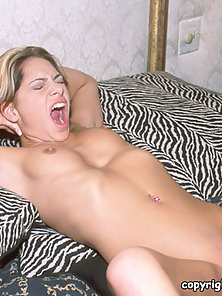 Bigtit lesbians finger fucking in these closeup lesbo sex pictures