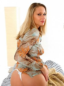 Veronika Hanakova Blondie Is Ready To Play