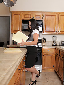 Glass Wore Horny Lady Gets Horny in the Kitchen