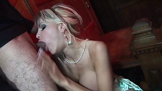Thick blonde chick fucked deep and hard until she cums