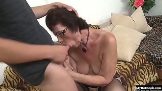 Short hair mature sucking on younger dick and fucking it