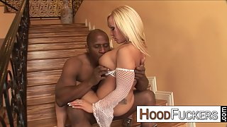 Blonde Chick Austin Taylor Takes Big Cock of Her Dude in Pink Pussy
