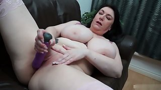 Mature busty bbw dildoing her pussy