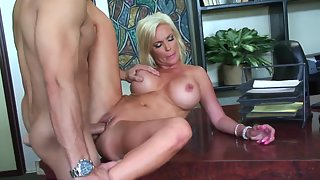 Attractive Blonde Babe Gets Slammed after Gives Head Indoor
