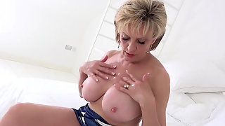 Big Boobs Girl Lady Sonia Squeezed Her Big Boobs on Camera