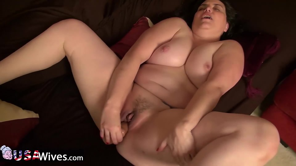 Big Boobs Girl Puts Huge Dildo Deeply In Her Tight Muff Ass Point
