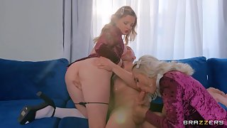 Big tit college girls threesome
