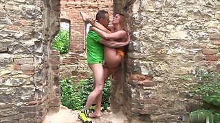 Blonde babe Chrissy Fox slammed deep in the archway