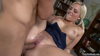 Blonde Alexis Texas takes a monster dick in her pussy